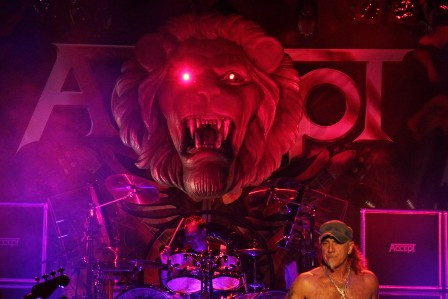 The Lion on stage with Accept