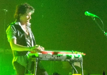 Joe Perry and his slide guitar - Aerosmith live at Bercy Arena