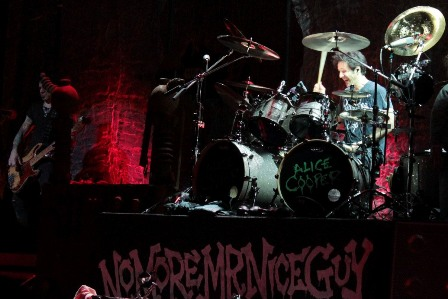 Glen Sobel on drums wiith Alice Cooper