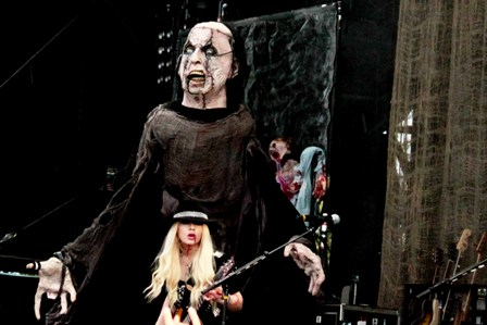 Orianthi and Frankenstein - Alice Cooper live at Ottawa Bluesfest