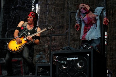 Ryan Roxie and a dead doll