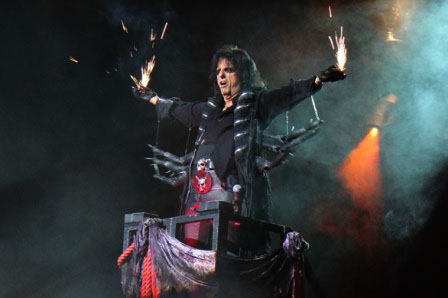 Spark in the Dark: Alice Cooper in Toulouse