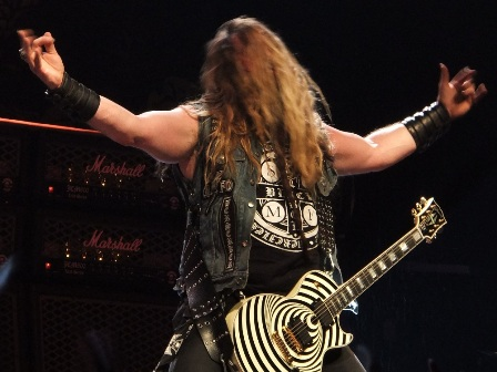 Zakk Wylde headbanging