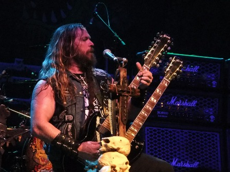 Double Gibson SG guitar - Zakk Wylde live at La Cigale
