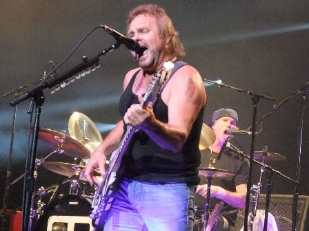 Michael Anthony and Chad Smith from Chickenfoot live in Paris