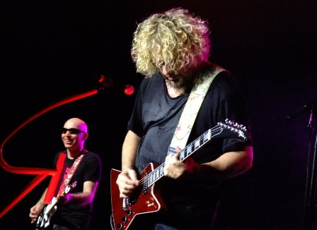 Guitar Duo: Sammy Hagar and Joe Satriani - Chickenfoot in Paris - June 29 2009