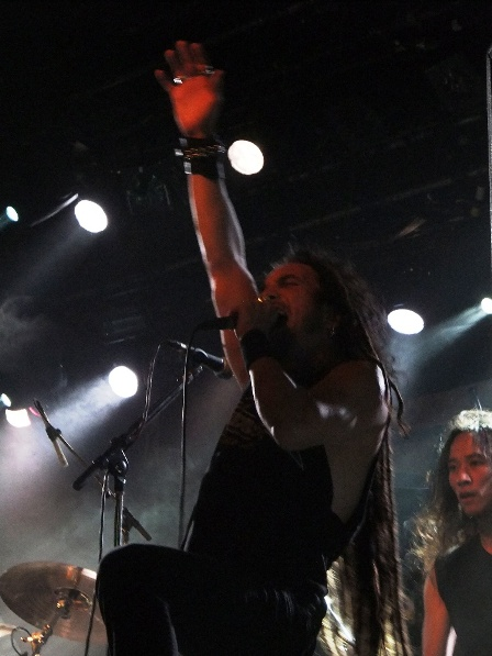 What a frontman Mark Osegueda is! - Death Angel live in Paris