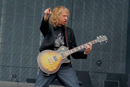 Brian Tatler live at Sonisphere France with Diamond Head