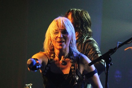 Doro Pesch making the audience sing