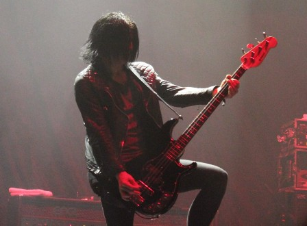 Jeff Rouse on bass, from Duff McKagan's Loaded live in Paris
