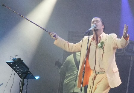 Mike Patton and his elegant suit