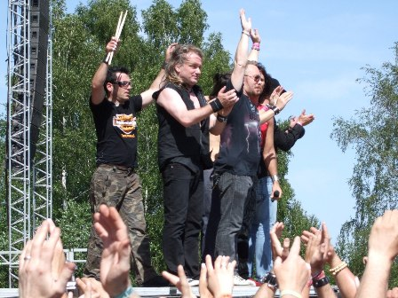 Gotthard thanking the crowd at Sweden Rock Festival 2008