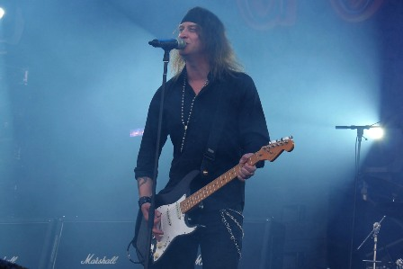 Nic Maeder on guitars and vocals - Gotthard live at Hellfest