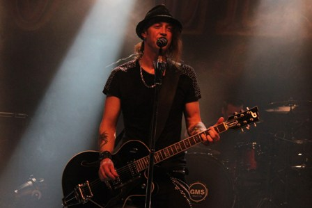 Nic Maeder on guitars and vocals - live with Gotthard
