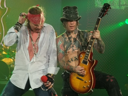 Axl Rose and DJ Ashba ready to rock - Guns'n'Roses live in Paris