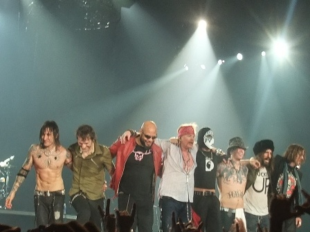 The new Guns'n' Roses Line-up thanks you!