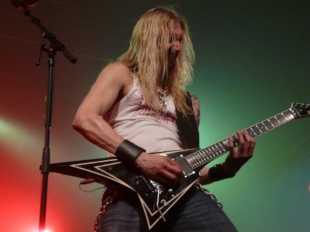 Oscar Dronjak infected - Hammerfall live in Mons