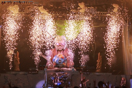 Eddie Under Pyro: Iron Maiden in France
