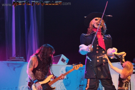 The pirate Eddie and Janick Gers