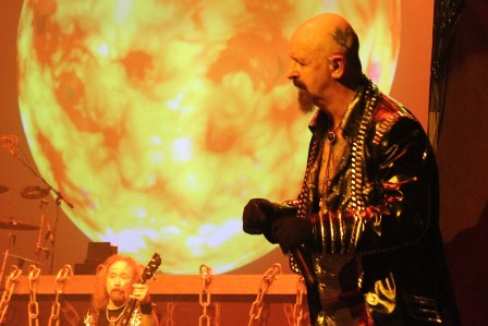 Rob Halford and the sun - Judas Priest live in Paris