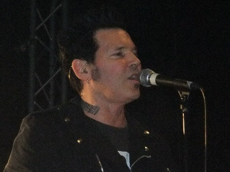 Jizzy Pearl with L.A. Guns, december 2010