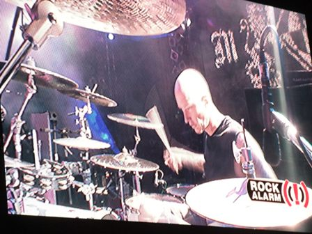 Dave McClain playing drums in Wacken
