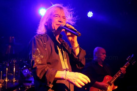 Bob Catley from Magnum live in France