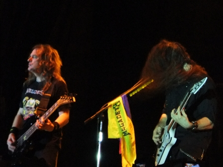Dave Ellefson and Chris Broderick with the flag of Colombia - Megadeth live in Medellín