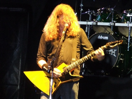 Dave Mustaine on guitars with Megadeth, live at the Polideportivo Envigado in Medellín