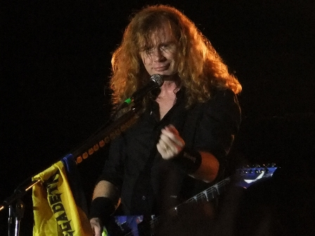 Dave Mustaine and the flag of Colombia - Megadeth live in Medellín