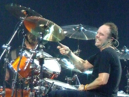 Lars Ulrich pulling faces Metallica in Vienna - May 14 2009