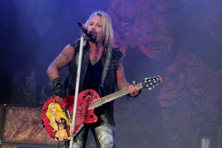 Vince Neil on acoustic guitars - Don't Go Away Mad