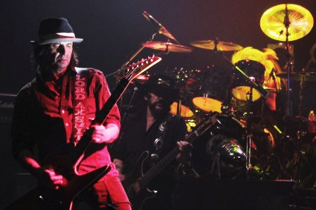Phil Campbell on guitars with Motörhead, live at the Zénith in Paris