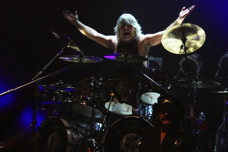 Mikkey Dee on drums - Live in Paris with Motörhead