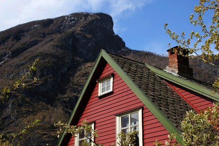 A red house in Flåm
