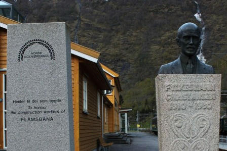 Monument to honour the construction workers of Flåmsbana and to Ingolf Elster Christensen