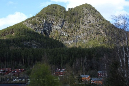 The mountains on top of the town of Gol
