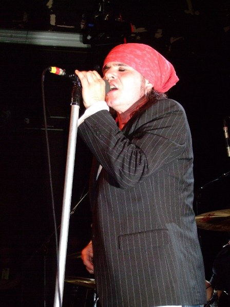 Spike from The Quireboys live in Paris 2009