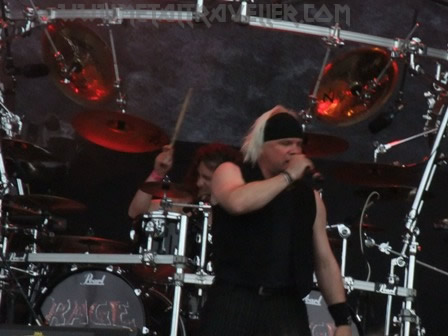 Eric Hecht from Subway To Sally singing Gib Dich Nie Auf with Rage in Wacken