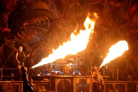 Feuer Frei with fire masks - Rammstein live in Paris, March 7