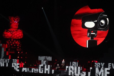 Big Mother Is Watching You - Roger Waters live in Paris