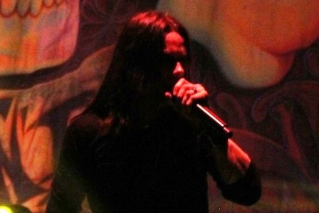Myles Kennedy singing with Slash in Paris