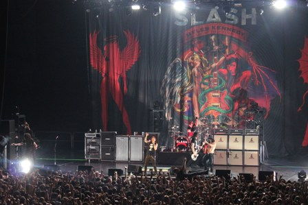 Slash and the Conspirators on stage in Paris