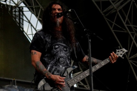 Tom Araya on bass and vocals, live with Slayer