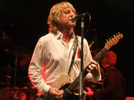 Rick Parfitt singing and playing with Status Quo in Germany