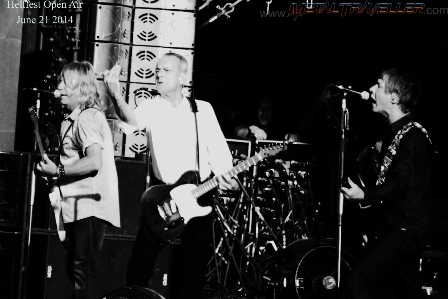 Rick Parfitt, Francis Rossi and Rhino Edwards from Status Quo live in Clisson