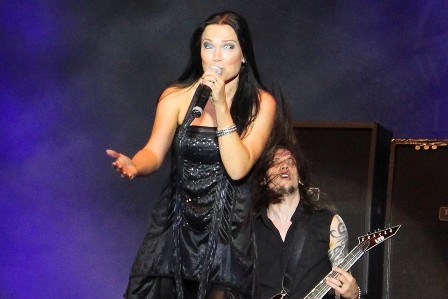 Tom Araya on bass and vocals, live with Tarja