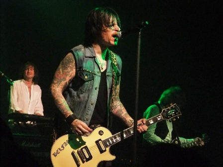Ricky Warwick and his Belfast Gibson Les Paul Guitar