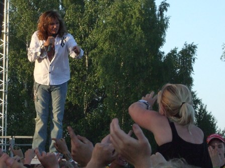 David Coverdale being spotted by a fan in love at Sweden Rock Festival 2008